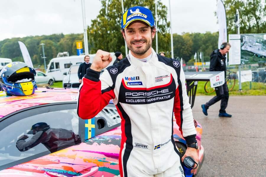 Le prince Carl Philip de Suède remporte la première manche de la Porsche Cup Ring Knutstorp race track à Knutstorp, le 10 octobre 2020