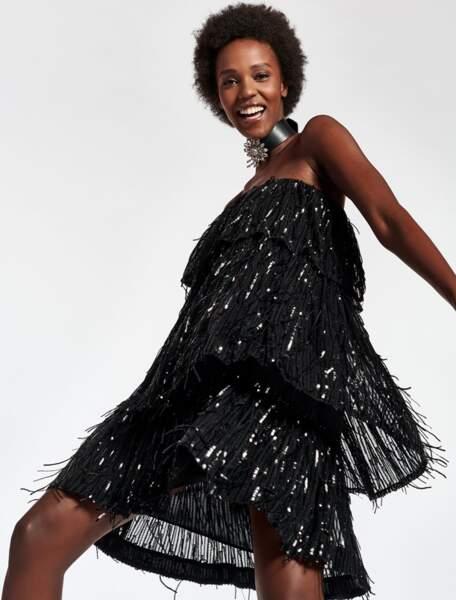 Mini robe noire à paillettes, 295 €,  Essentiel Antwerp.