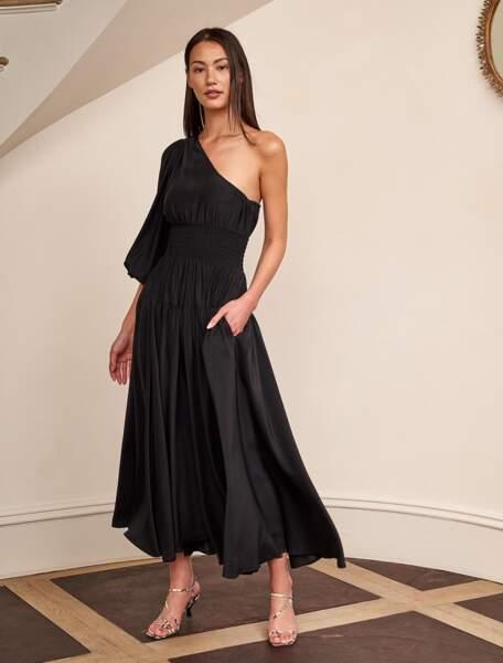 Robe Joan noire asymétrique, 450 €, La Ligne.