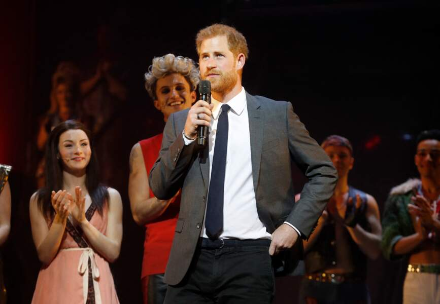 Le prince Harry lors d'un gala de soutien pour la fondation des Invictus Games au théâtre Dominion à Londres, le 6 décembre 2018