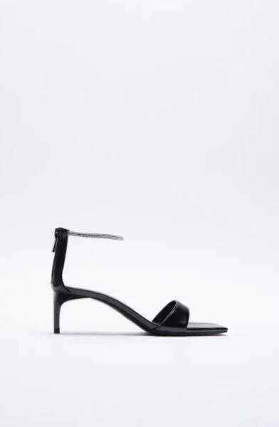 Sandales à talons et bride brillantes, Zara, 39,95 €.