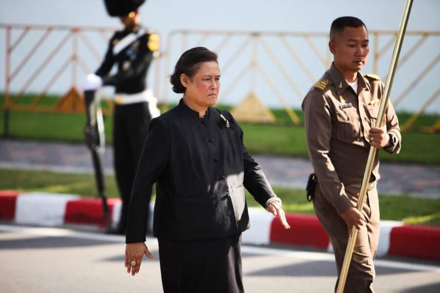"""Surnommée """"princesse Ange"""" par les Thaïlandais, la princesse Sirindhorn, sœur de Rama X, est un personnage clé de la famille royale."""