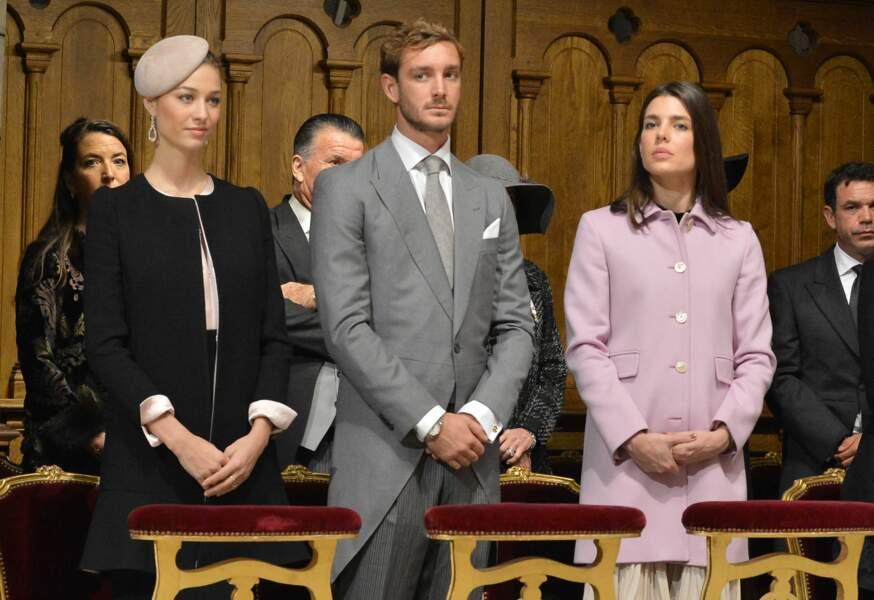 Pierre Casiraghi, sa femme Beatrice Borromeo et Charlotte Casiraghi rivalisent d'élégance en novembre 2015 lors d'une cérémonie dans la cathédrale de Monaco
