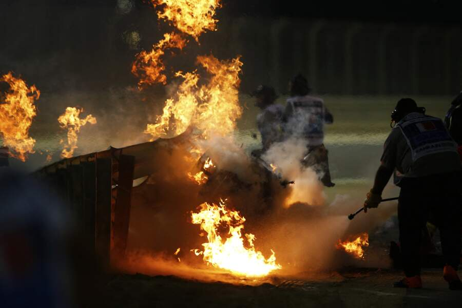 La voiture de Romain Grosjean carbonisée après l'accident sur le Grand Prix de Bahreïn.