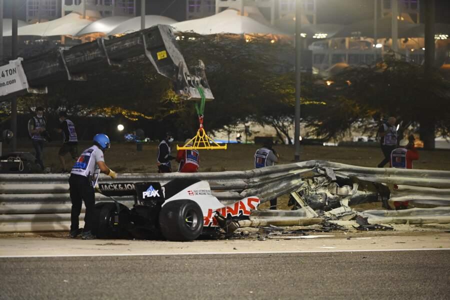 Une fois l'incendie éteint, il ne restait presque plus rien de la F1.