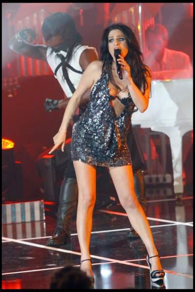 Larusso en tenue très sexy lors de l'enregistrement de l'émission Les années bonheur en 2010.