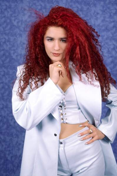 """Larusso à ses débuts avec sa chevelure rouge flamboyante et son tube """"Tu m'oublieras"""" qui marquera les années 90."""