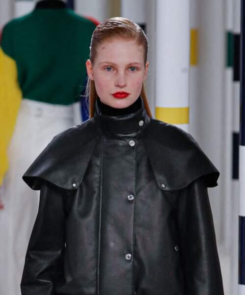 """La bouche rouge sublime le défilé Hermès"""" automne-hiver 2020/2021 lors de la semaine de la mode à Paris, France."""