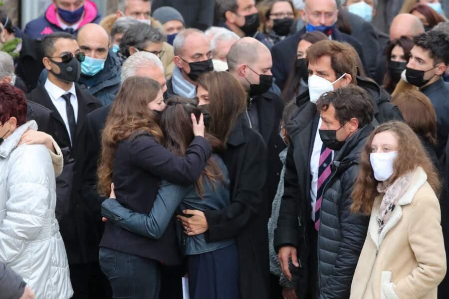 Loretta Denaro et ses deux filles, bouleversées par la mort de Christophe Dominici.