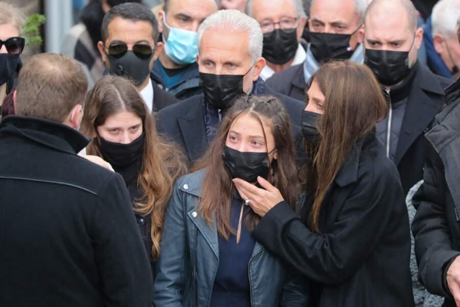 Loretta Denaro et sa fille Kiara en pleurs lors de la cérémonie religieuse en hommage à Christophe Dominici.