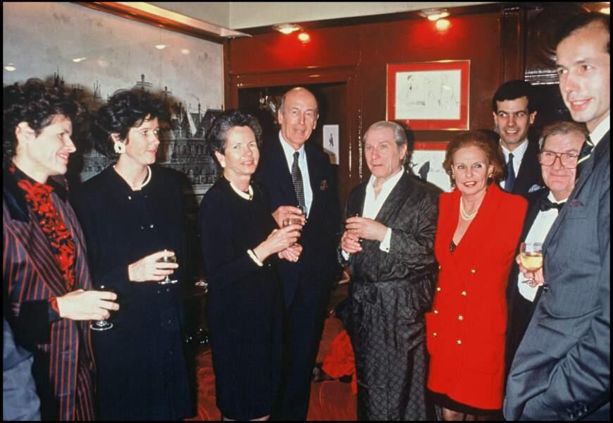 Valéry Giscard d'Estaing en famille avec ses deux filles Jacinte et Valérie-Anne et sa femme Anne-Aymone en 1991.