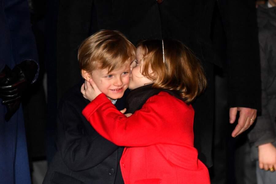 Le prince Jacques et la princesse Gabriella de Monaco : une fratrie très complice qui multiplie les gestes d'affection durant la célébration de la Sainte Dévote, le 26 janvier 2020. Craquant !