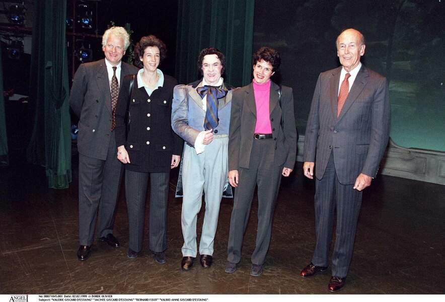 Valéry Giscard d'Estaing aux côtés de ses filles Jacinte et Valérie-Anne accompagnées de leur maris en 1999.