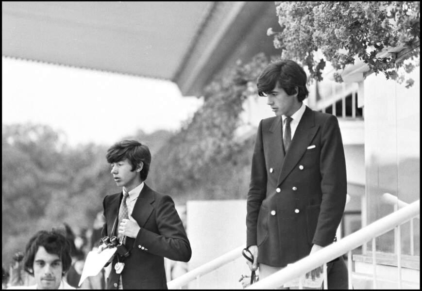 Les deux fils de Valéry Giscard d'Estaing, Louis et Henri à une course de chevaux en 1972.