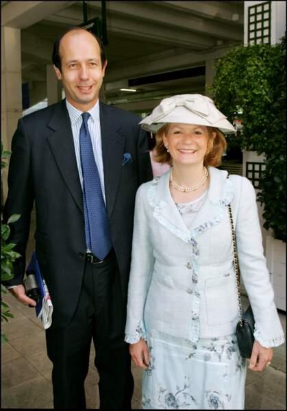 Le fils de Valéry Giscard d'Estaing, Louis, et sa femme au prix de l'Arc de Triomphe à Longchamp en 2004.