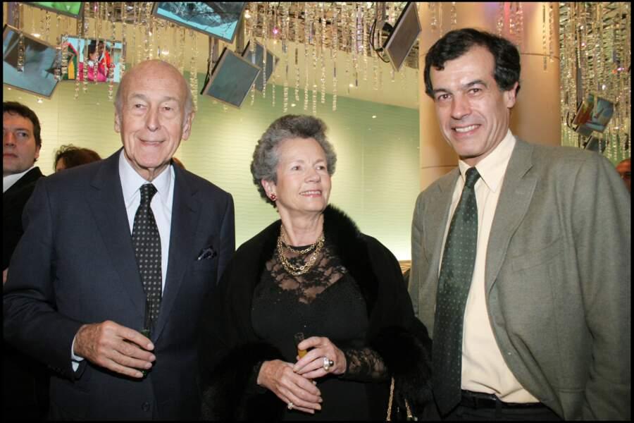 Valéry Giscard d'Estaing aux côtés de sa femme Anne-Aymone et leurs fils Henri en 2006.