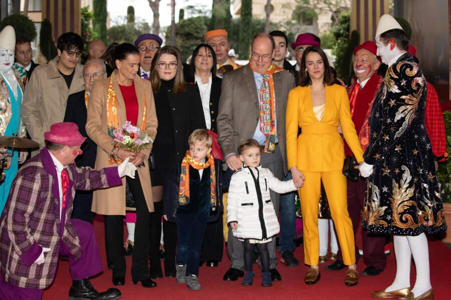 20 janvier 2019 : entourés par leurs cousines Camille Gottlieb et Pauline Ducruet, Jacques et Gabriella sont accueillis par les clowns du cirque de Monte Carlo.