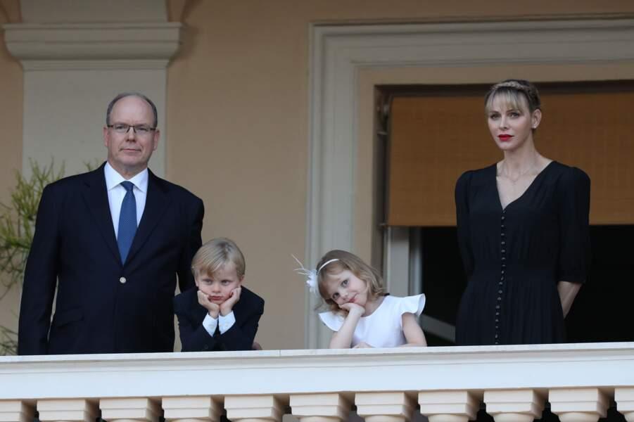 Le prince Jacques et la princesse Gabriella, très élégants pour assister avec leurs parents au feu de la Saint Jean dans la cour du palais princier à Monaco le 23 juin 2020.