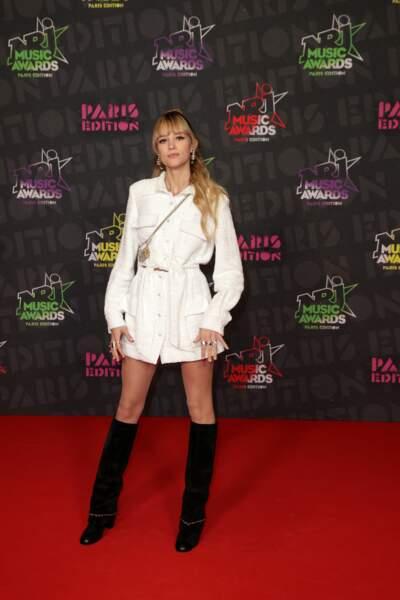 Angèle tout de Chanel vêtue pour les NRJ Music Awards 2020.