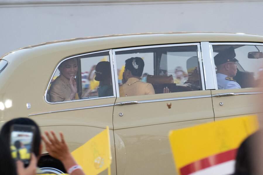 Un code couleur était respecté pendant l'événement : les royalistes portaient du jaune pour célébrer le roi Bhumibol