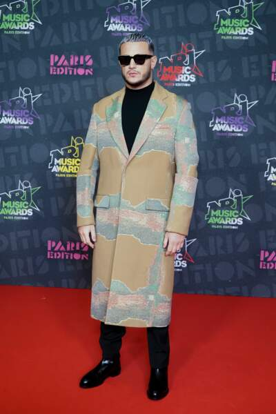 DJ Snake, sacré DJ de l'année, stylé de la tête au pied, aux NRJ Music Awards 2020.
