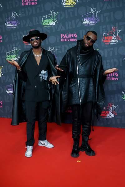 Dadju et son frère Gims plus lookés que jamais pour leur arrivée aux NRJ Music Awards 2020.