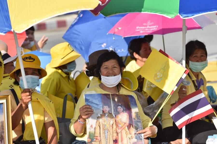 En plein contexte de révolte populaire contre le roi Rama X, ses supporters lui ont montré leur soutien