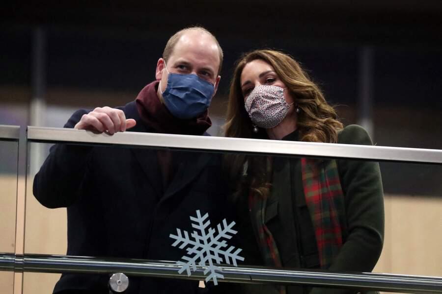 Le prince William et Kate Middleton prennent un train à la Gare d'Euston pour une tournée à travers le Royaume Uni, le 6 décembre 2020.