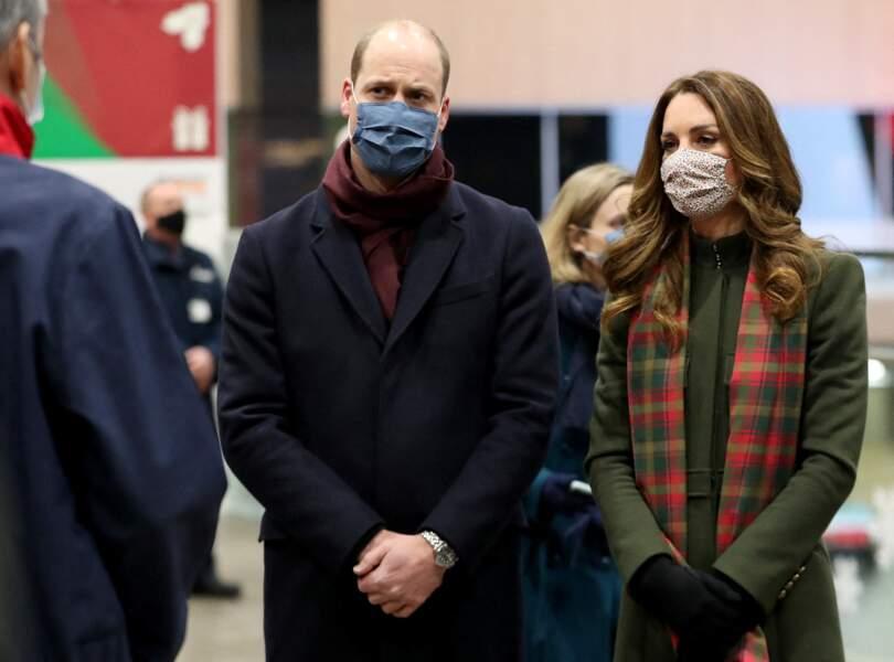 Le prince William et Kate Middleton prennent un train à la Gare d'Euston pour une tournée à travers le Royaume Uni, le 6 décembre 2020