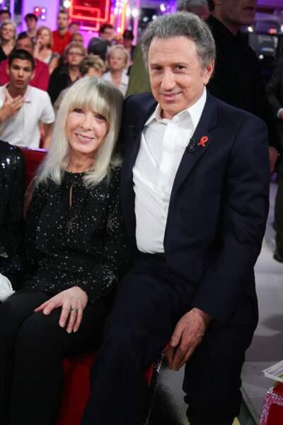 Michel Drucker et son épouse, Dany Saval, complices sur le plateau de Vivement Dimanche en mars 2011.