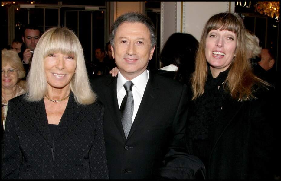 Michel Drucker, épanoui, aux côtés de sa femme, Dany Saval et de sa belle-fille, Stéphanie Jarre, en 2007.