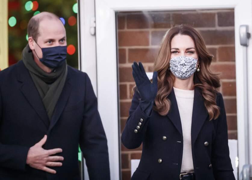 Le prince William et Kate Middleton arrivent au Batley Community Center, West Yorkshire pour rencontrer des bénévoles qui ont soutenu des membres âgés de la communauté tout au long de l'épidémie de coronavirus, le deuxième jour d'une tournée de trois jours à travers le pays, le 7 décembre 2020