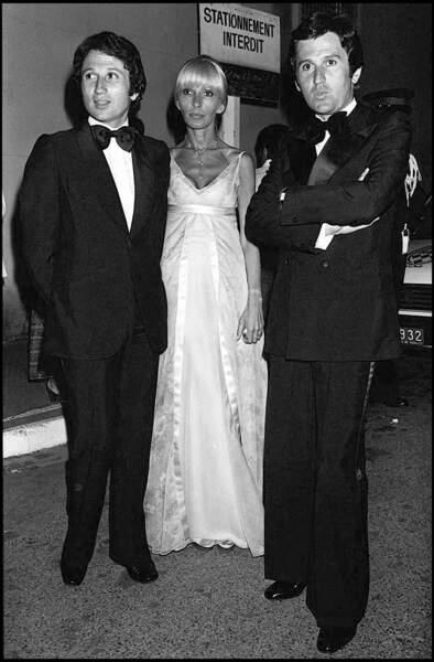 Michel Drucker, sa femme, Dany Saval, et son frère, Jean Drucker (décédé en 2003) prennent la pose au Festival de Cannes en 1976.