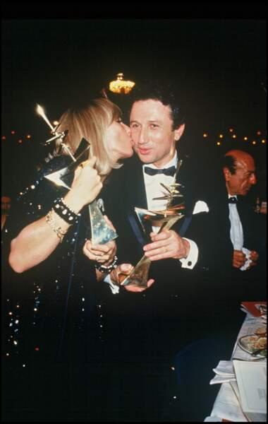 Michel Drucker et sa femme, Dany Saval, complices à la soirée des 7 d'or en 1987.
