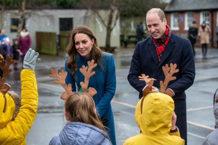Le prince William et Kate Middleton rencontrent le personnel et les élèves lors d'une visite à la Holy Trinity Church of England First School à Berwick upon Tweed, le deuxième jour d'une tournée de trois jours à travers le pays, le 7 décembre 2020