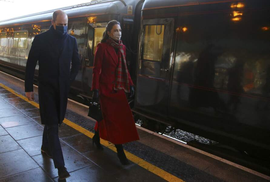 Le prince William, duc de Cambridge,  et Catherine Kate Middleton, duchesse de Cambridge arrivent à la gare centrale de Cardiff le 8 décembre 2020.