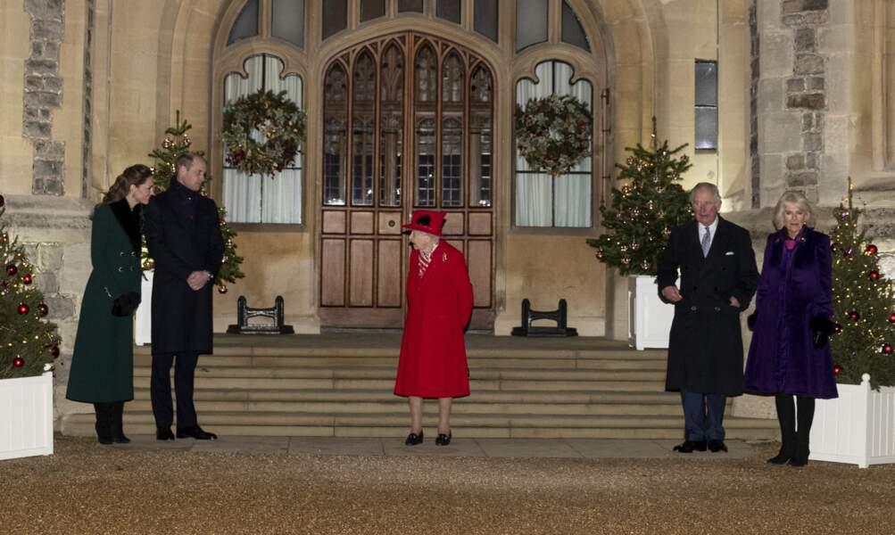 Les membres principaux de la famille royale devant le château de Windsor pour remercier les membres de l'Armée du Salut et tous les bénévoles qui apportent leur soutien pendant l'épidémie de coronavirus et à Noël, le 8 décembre 2020.