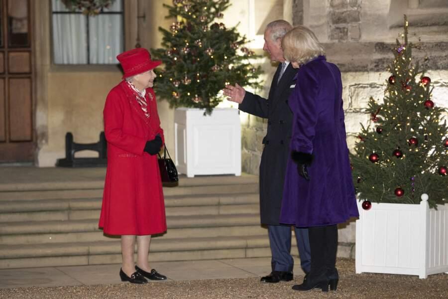 Sa Majesté Elizabeth II a retrouvé son fils aîné, le prince Charles, et sa femme, Camilla Parker Bowles, pour la première fois depuis les débuts de la crise sanitaire