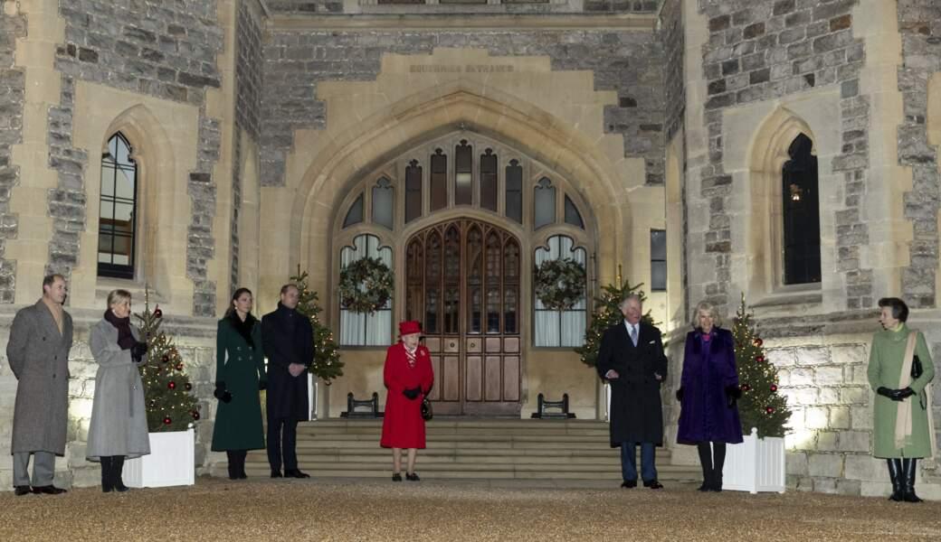 Kate Middleton et le prince William étaient aussi aux côtés du prince Charles, de Camilla Parker Bowles, de Sophie de Wessex et du prince Edward