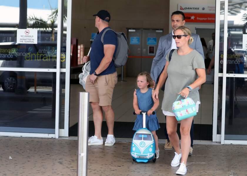 Zara Tindall, enceinte de son deuxième enfant, aux côtés de son mari Mike Tindall et leur fille Mia Grace, en 2018.