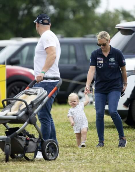 """Mike Tindall, Zara Tindall et leur deuxième fille Lena pendant le """"Festival of British Eventing 2019"""" dans le parc Gatcombe, à Gloucestershire, Royaume Uni, le 4 août 2019."""