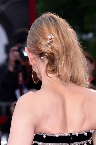 Le side hair de Cate Blanchett avec bijou de cheveux