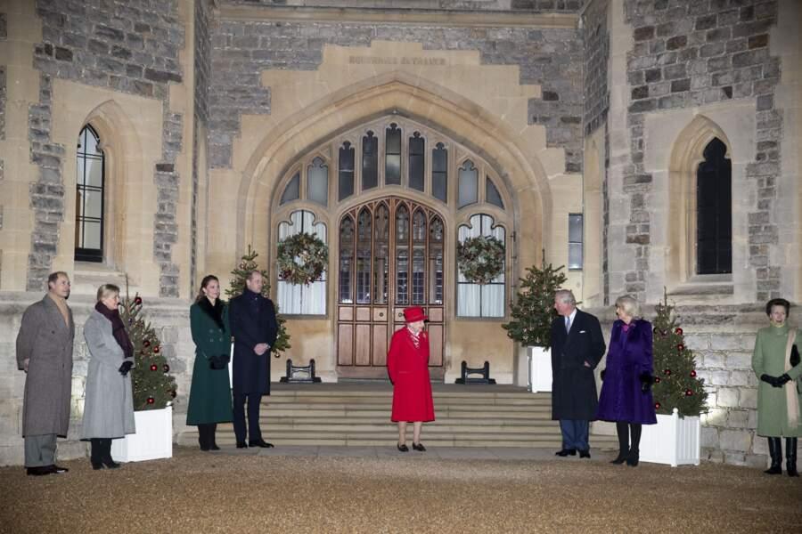 La famille royale se réunit devant le chateau de Windsor, le 8 décembre 2020.