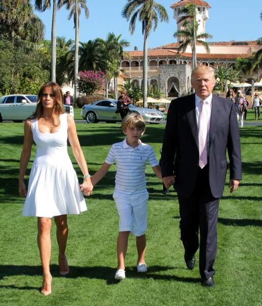 Depuis 35 ans, Donald Trump se rend régulièrement dans son club privé de Mar-a-Lago, comme ici avec son épouse Melania et son fils Barron, en janvier 2013.