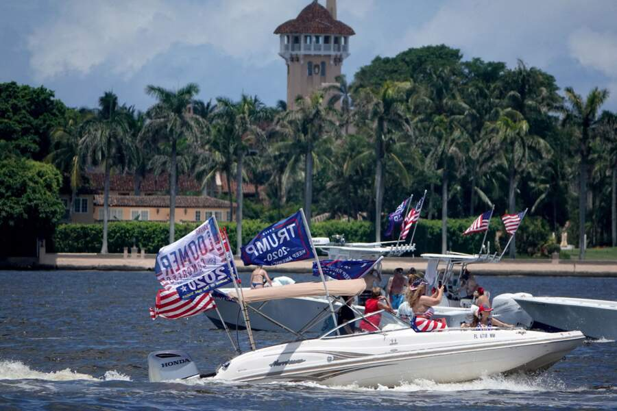 Pendant la campagne présidentielle, Mar-a-Lago a été le lieu de rassemblements pro-Trump, comme ces bateaux avec des drapeaux à l'égérie du président américain.