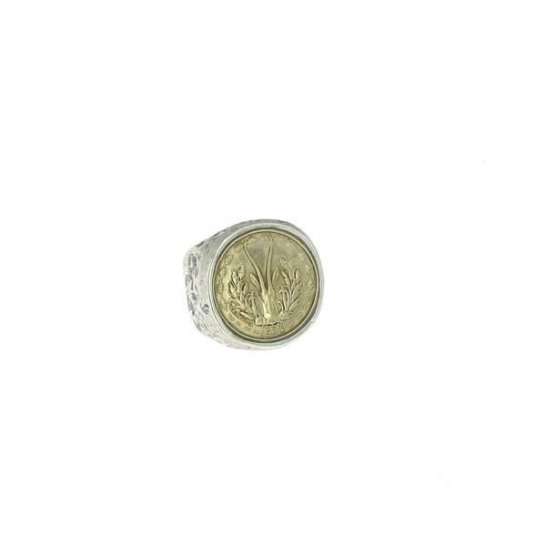 Chevalière en argent, Roc, 460 €, chez Mad Lords