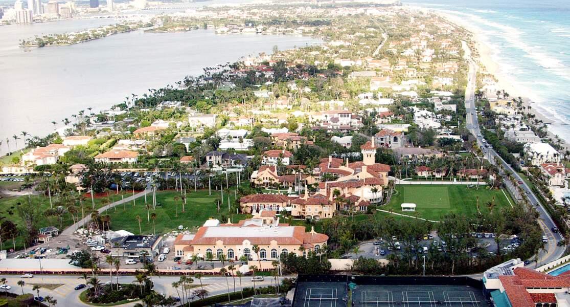 Désormais, les frais d'entrée pour le club privé de Mar-a-Lago s'élèvent à 200 000 dollars. Une fortune que seuls quelques privilégiés peuvent se permettre.