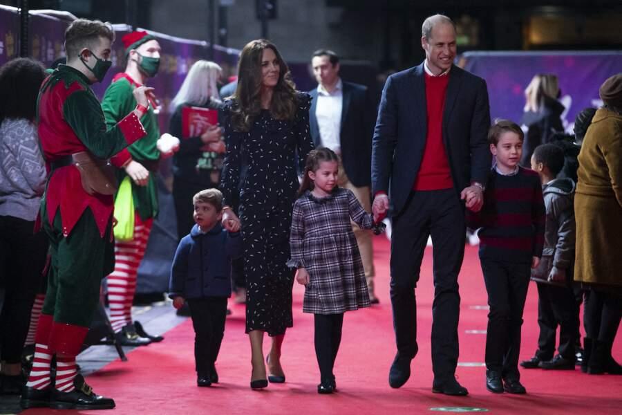 La famille du prince William et Kate Middleton foule le tapis rouge du London Palladium, pour une soirée dédiée aux personnes mobilisées pendant la crise du Covid-19