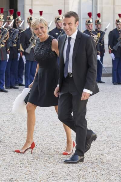 Brigitte et Emmanuel Macron ravis de retrouver le président François Hollande lors d'un diner en l'honneur des souverains espagnols à l'Elysée