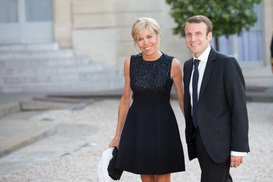 Emmanuel Macron et sa femme Brigitte sous le feu des photographes à  l'occasion d'un diner offert au roi Felipe Vi et la Letizia en 2015,